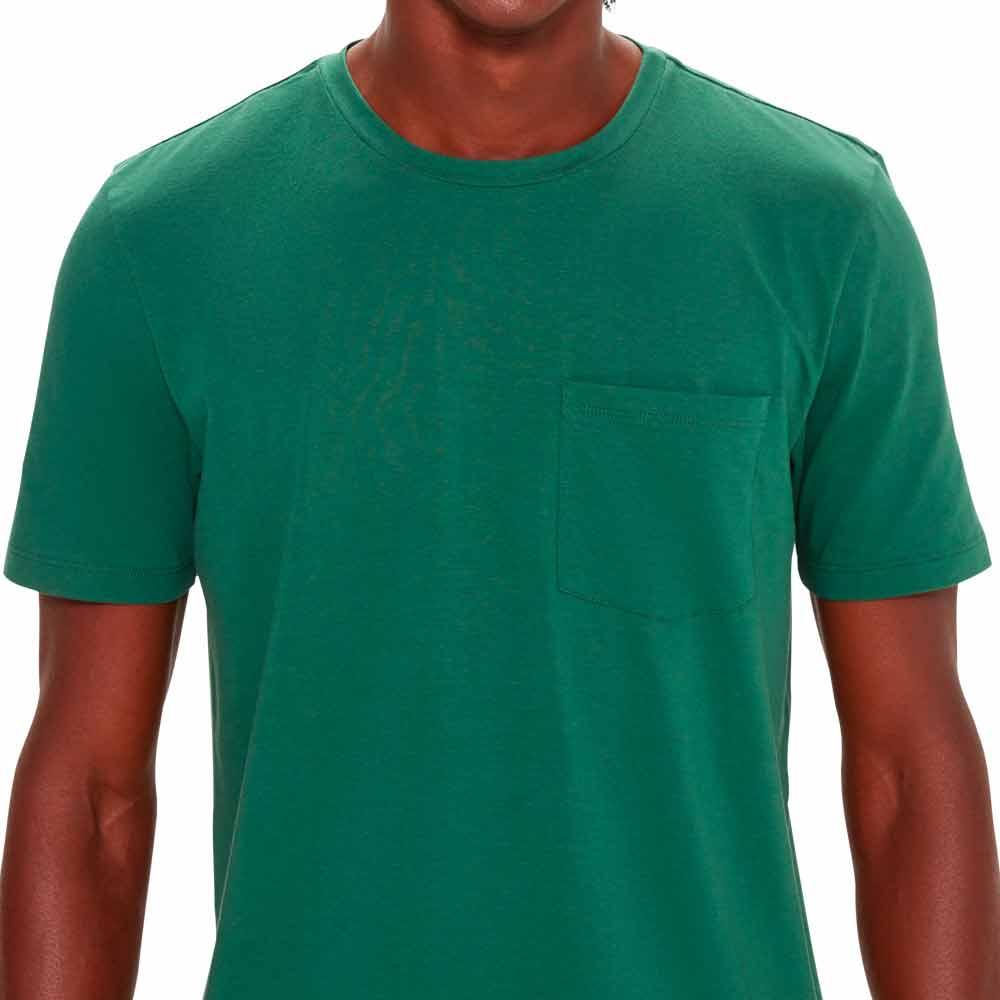 camiseta-masculina-basica-verde-detalhe