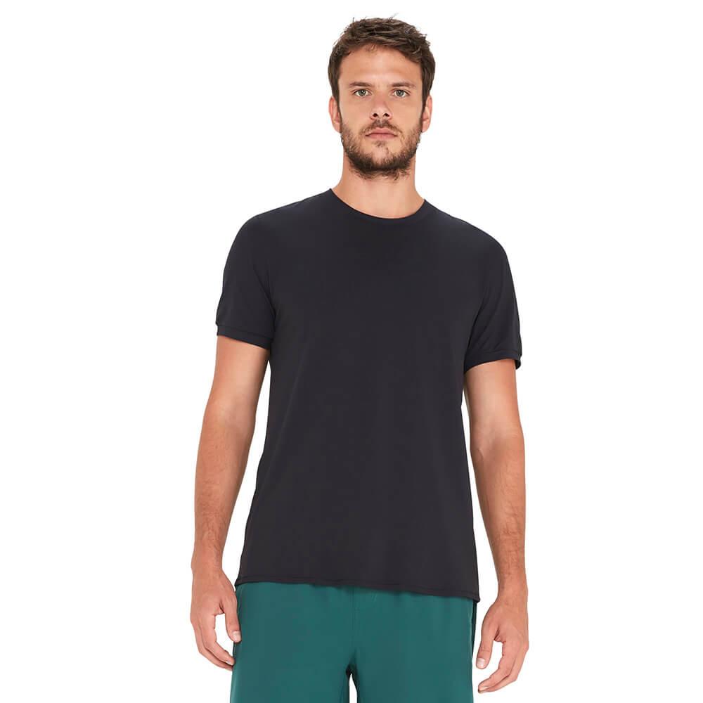 camiseta-basica-masculina-preta-frente
